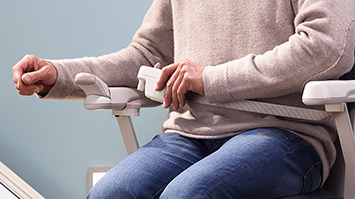 lifta avantgarde ausstattung lifta der treppenlift. Black Bedroom Furniture Sets. Home Design Ideas